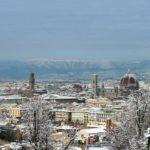 Neve a Firenze: c'è chi non molla mai, canoa, bici e corsa